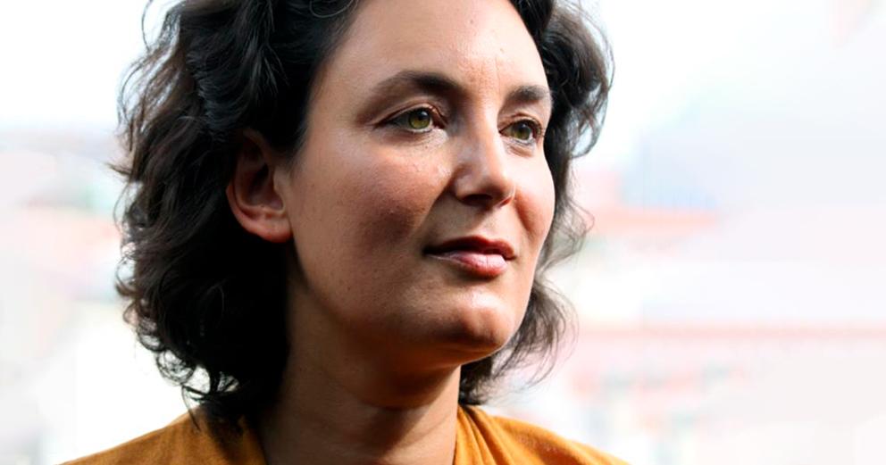 Entre nós e as palavras com a escritora Cláudia Andrade